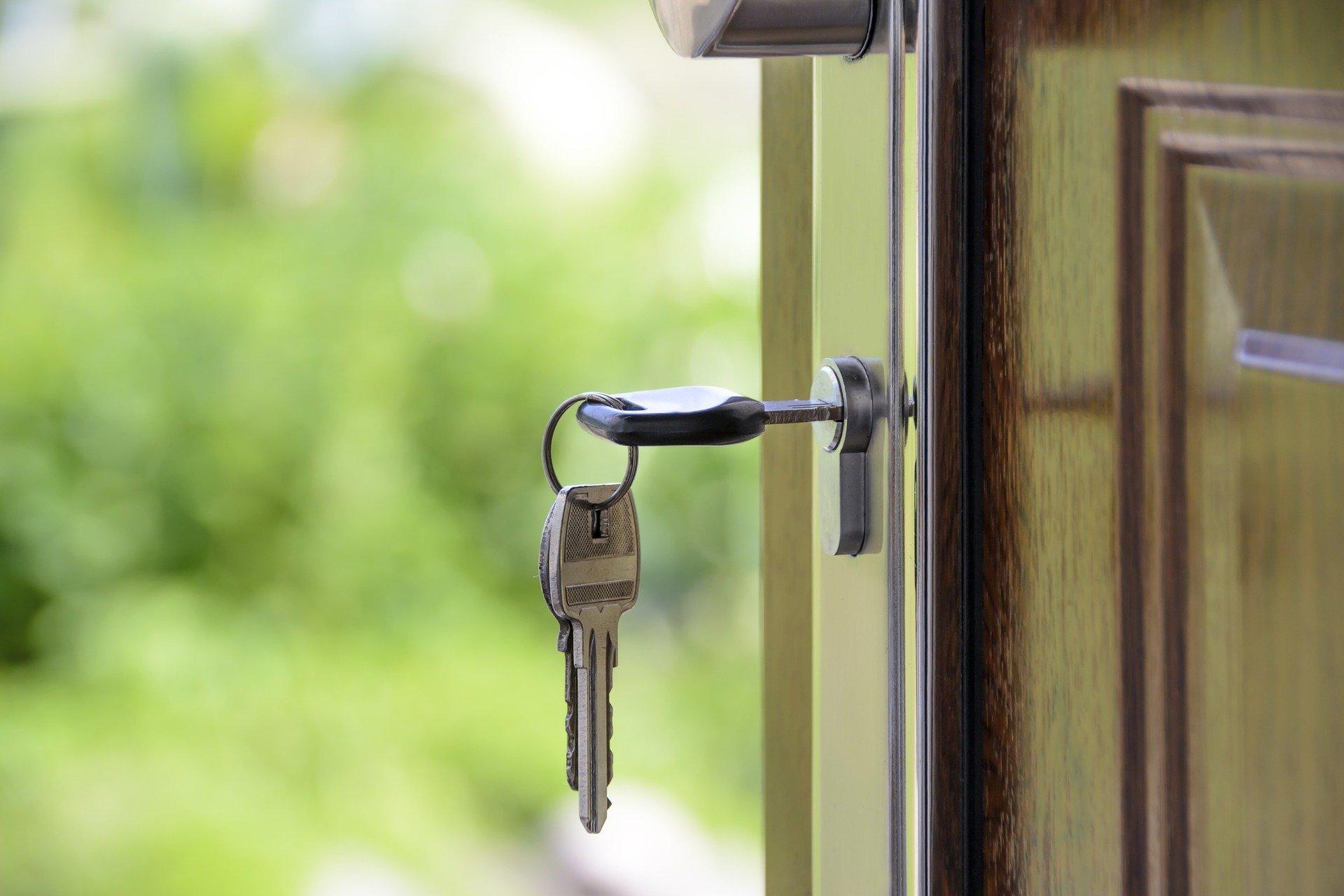 Por qué comprar una casa con una inmobiliaria